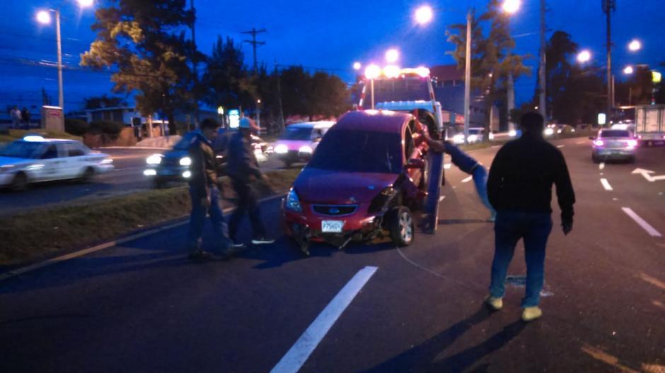 El vehículo se conducía en los carriles que llevan de la zona 7 hacia la Usac. (Foto: Amilcar Montejo/PMT)