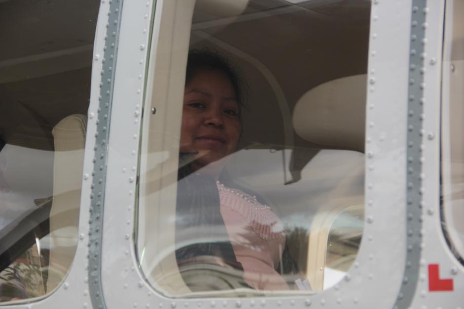 La alegría por estrenar estos vuelos fue notoria en varios de los pasajeros. (Foto: Fredy Hernández/Soy502)