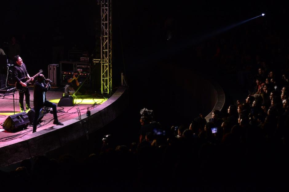 El público coreó los éxitos de la banda nacional.  (Foto: Selene Mejía/Soy502)