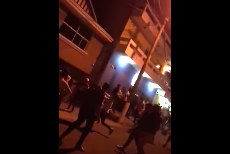 Un video muestra una batalla entre varios jóvenes en San Cristóbal, Mixco. (Foto: captura de pantalla)