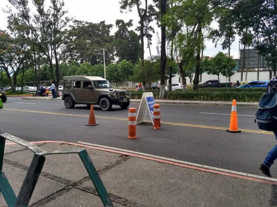 Varios usuarios de redes sociales denunciaron la presencia de los vehículos. (Foto: captura pantalla)