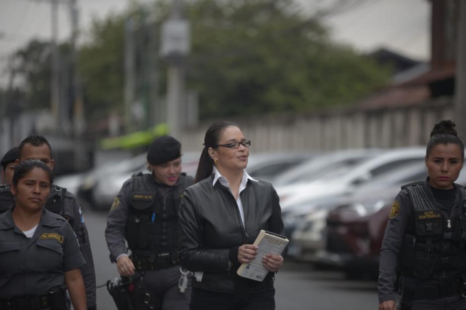 Varios agentes de seguridad pública custodiaron a Baldetti. (Foto: Wilder López/Soy502)