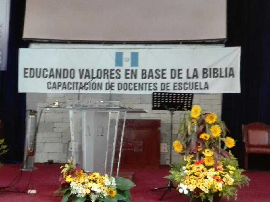 Más de 3 mil maestros asistieron a una convocatoria del ministerio que tuvo sesgos religiosos. (Foto: Soy502)