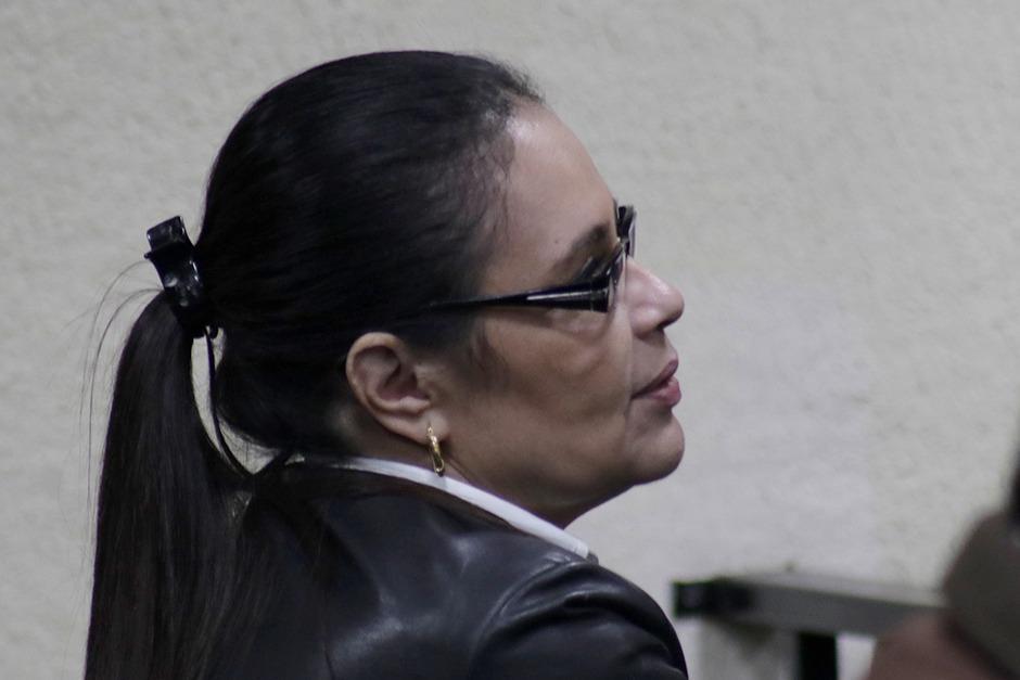 Baldetti realizó apuntes mientras escuchó el fallo judicial. (Foto: Alejandro Balán/Soy502)