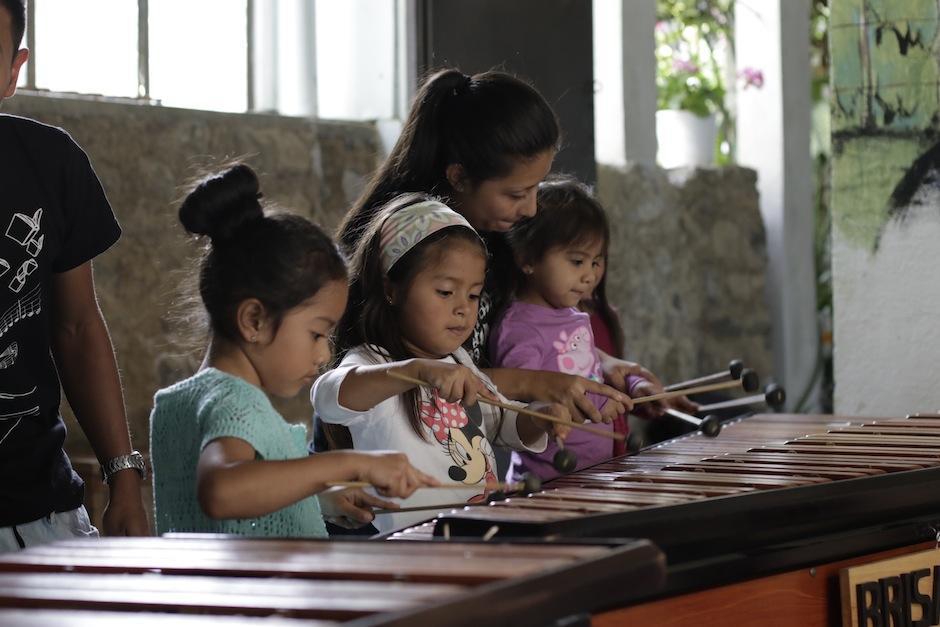 El futuro de Guatemala está aprendiendo a expresarse a través de la música. (Foto: Alejandro Balán/Soy502)