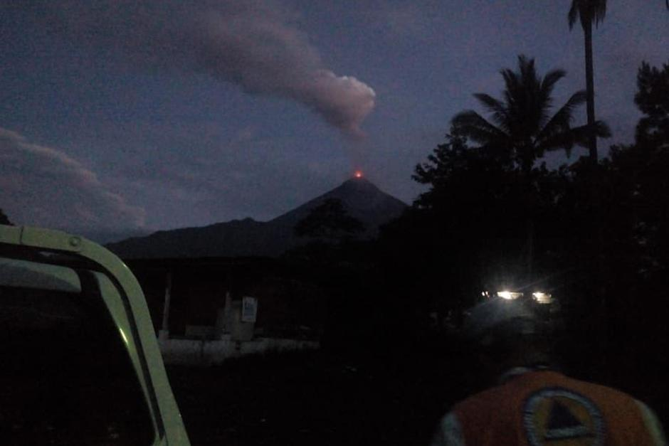 Evacuan por erupción del volcán de Fuego en Guatemala