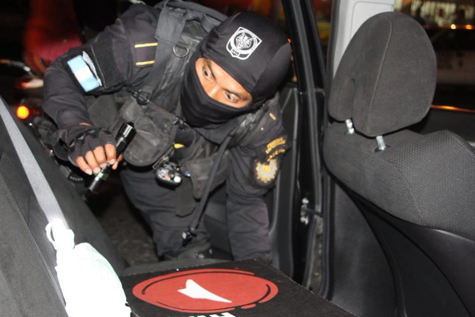 Las autoridades se encuentran en las calles de la capital inspeccionando vehículos. (Foto: PNC)