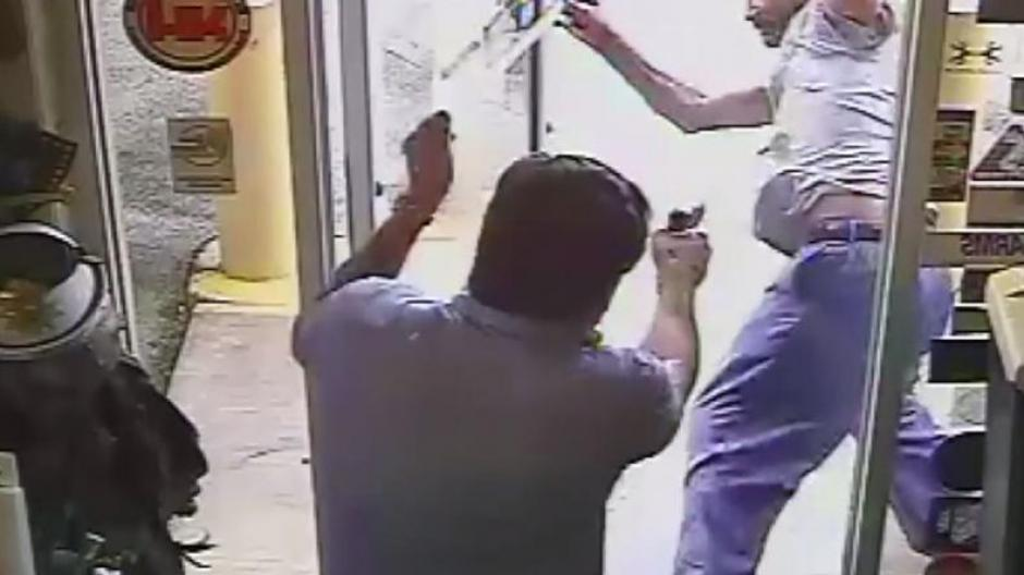Funcionario público asesina a presunto ladrón en tienda de Florida — Revelador video