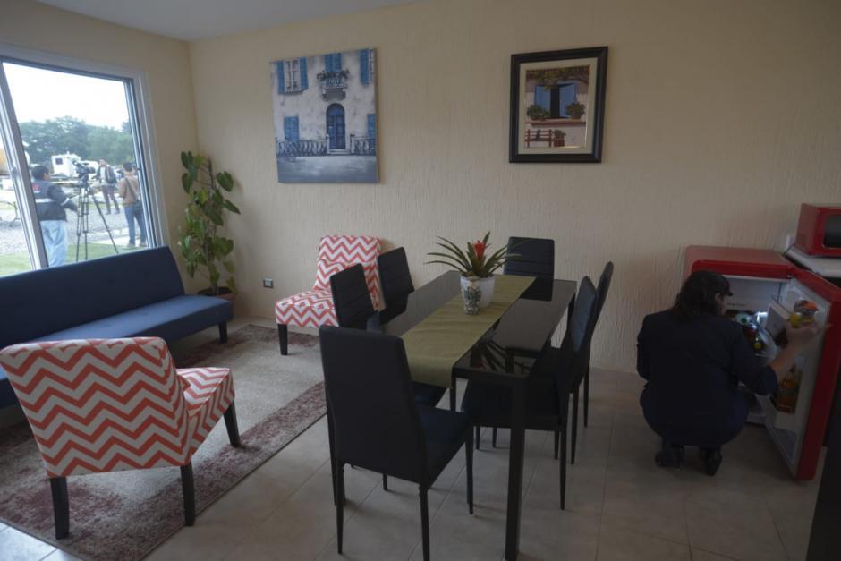 Una pequeña sala-comedor es parte de los ambientes de las viviendas. (Foto: Wilder López/Soy502)
