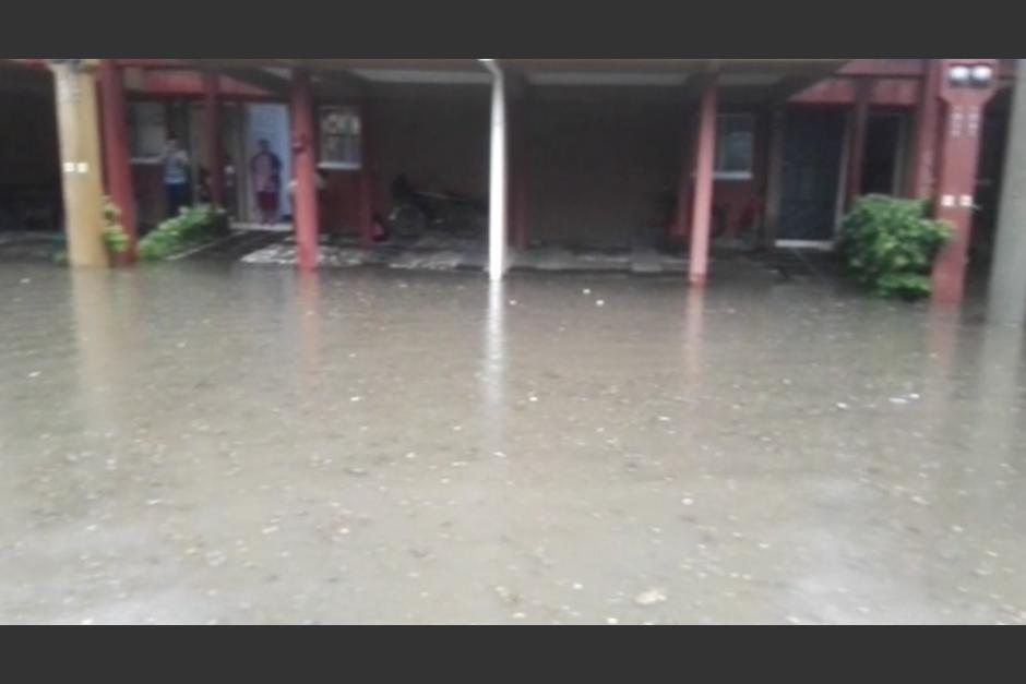 Vista del condominio en Villa Nueva que quedó inundado. (Foto: captura de pantalla)