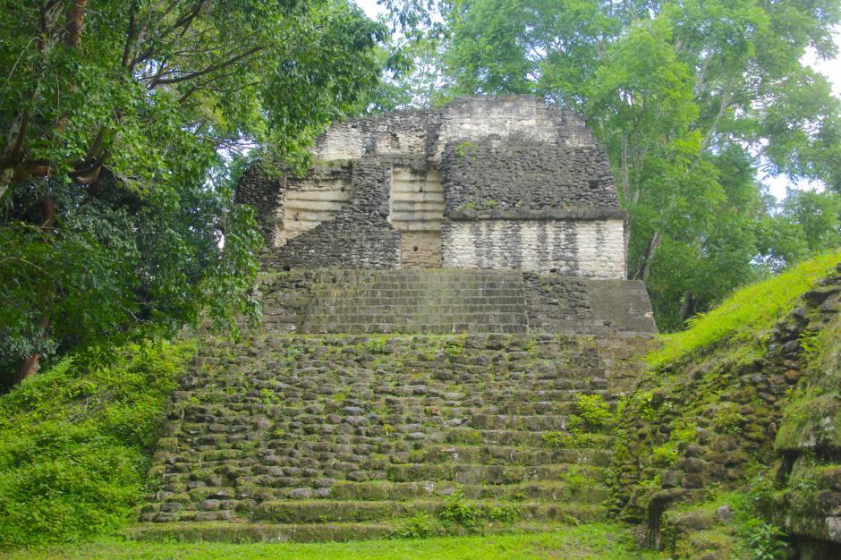 También cuenta con un templo donde se enterró a una mujer de la nobleza. (Foto: Fredy Hernández/Soy502)