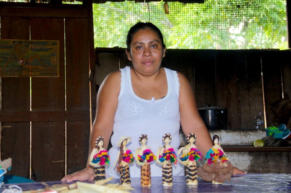 Sus muñecas son de las más apreciadas en la comunidad. (Foto: Fredy Hernández/Soy502)