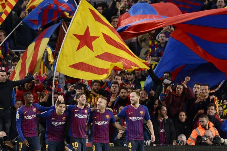 Así festejo el FC Barcelona la goleada sobre el Real Madrid. (Foto: AFP)