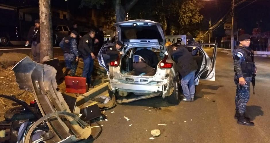 Las autoridades localizaron la droga en un doble fondo del vehículo. (Foto: PNC)