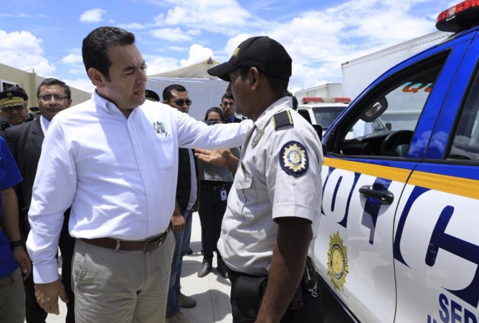 Miles de guatemaltecos exigen renuncia del presidente Morales