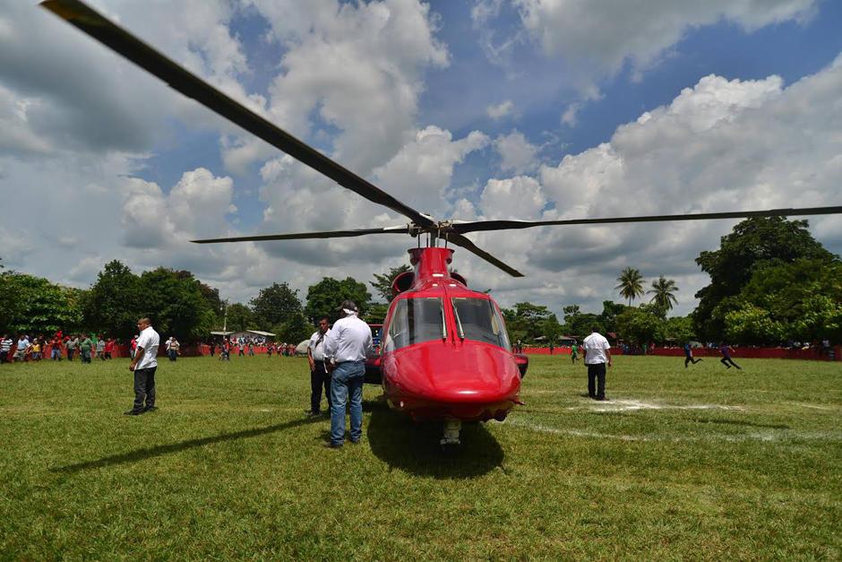 Uno de los helicópteros que Manuel Baldizón usó durante la campaña electoral habría sido comprado con fondos destinados para el Transurbano. (Foto: archivo/Soy502)