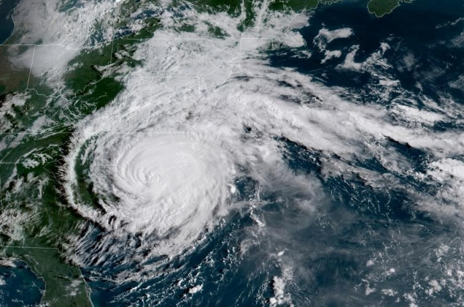 El huracán Florence ha perdido fuerza y se degradó a categoría 1, pero las autoridades siguen alertas. (Foto: AFP)