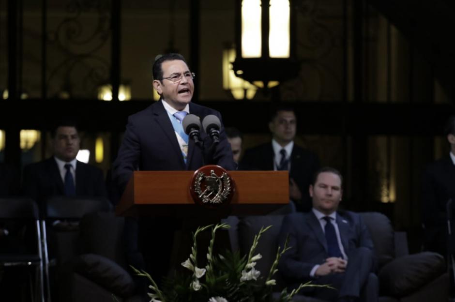 El presidente Jimmy Morales pronunció su discurso frente al Palacio Nacional de la Cultura. (Foto: Alejandro Balán/Soy502)