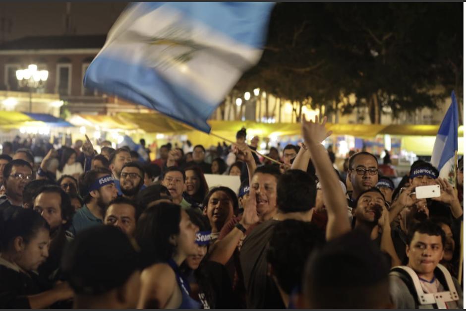 Cerca de 200 personas manifestaron en la plaza de la Constitución. (Foto: Alejandro Balán/Soy502)