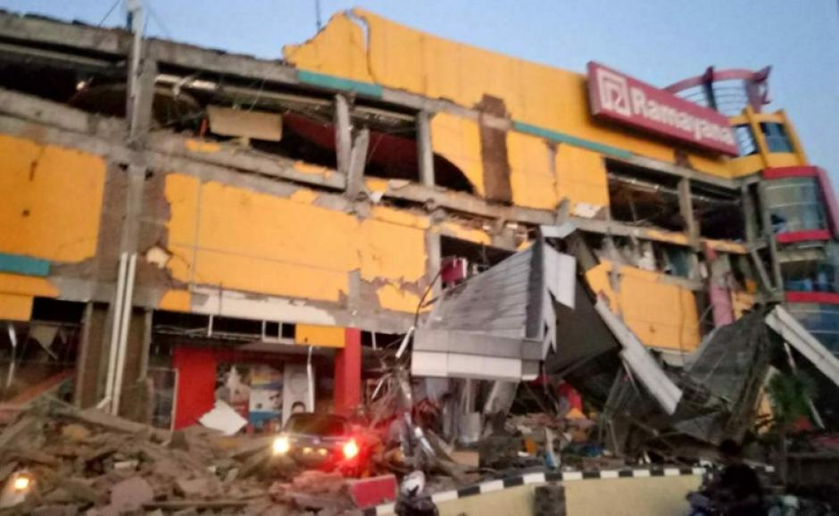 Un terremoto de 7,5 provocó un tsunami que golpeó dos ciudades — Indonesia