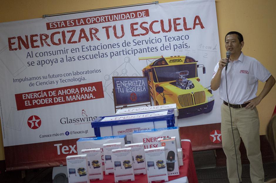 """Bajo la iniciativa """"Energiza Tu Escuela"""" se proporcionará a escuelas públicas materiales de tecnología. (Foto: Melissa Menéndez/Soy502)"""