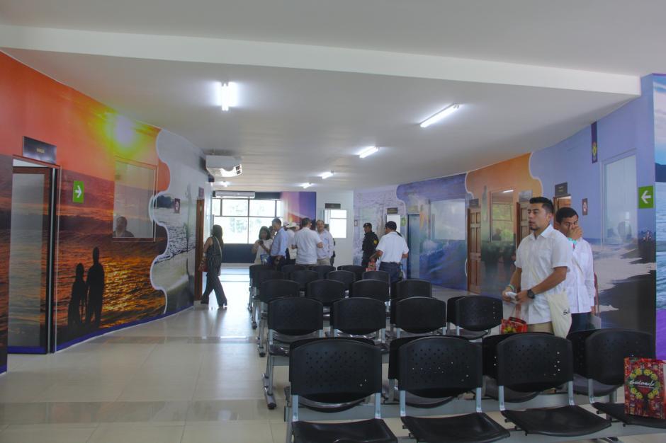 El sitio cuenta con sala de espera, aire acondicionado y oficinas de SAT, Inguat, Maga y Migración. (Foto: Fredy Hernández/Soy502)