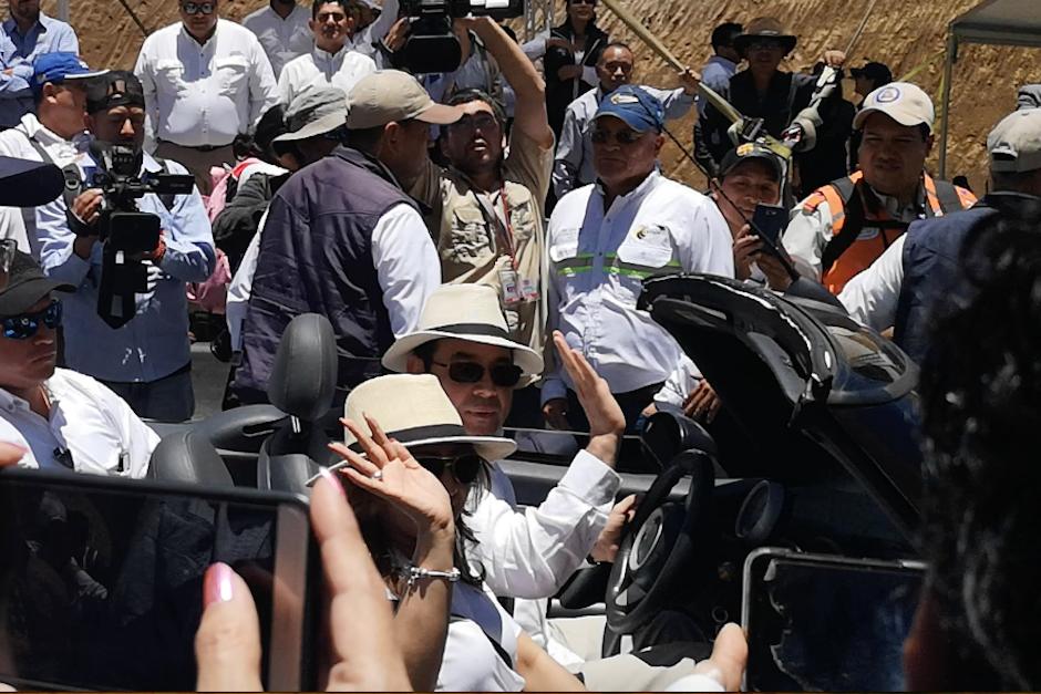 El presidente, Jimmy Morales, volvió a conducir el automóvil su hijo (Foto: Captura de pantalla)