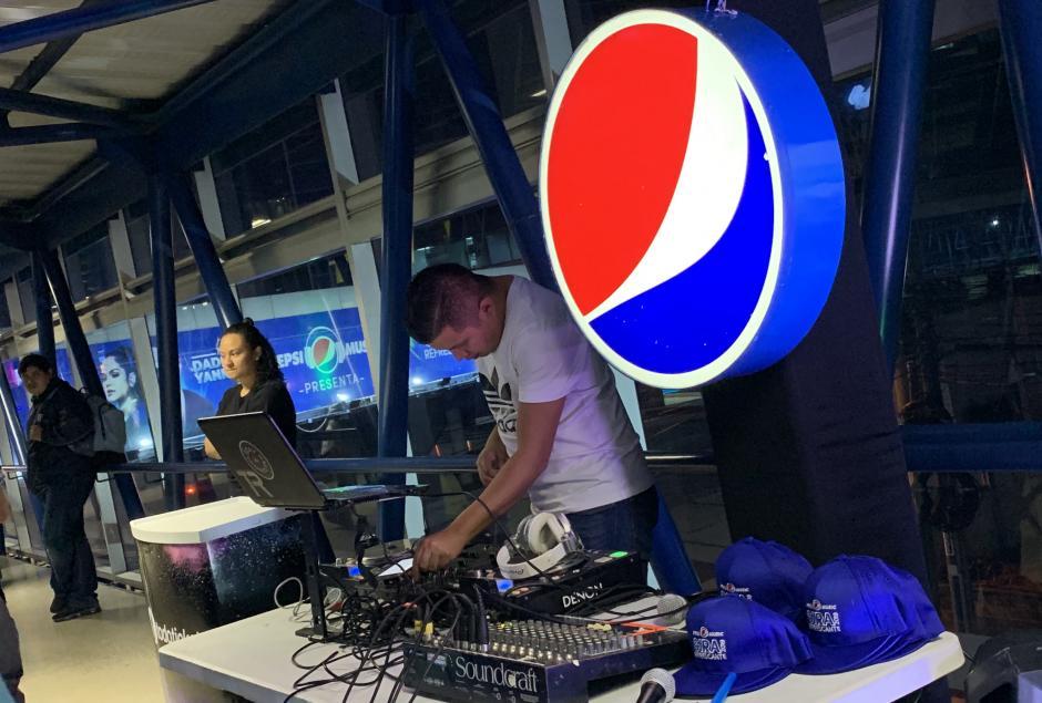 Pepsi y Taco Bell sorprendieron a los chapines como antesala a la Gira Refrescante Pepsi. (Foto: Jorge Castillo/Soy502)