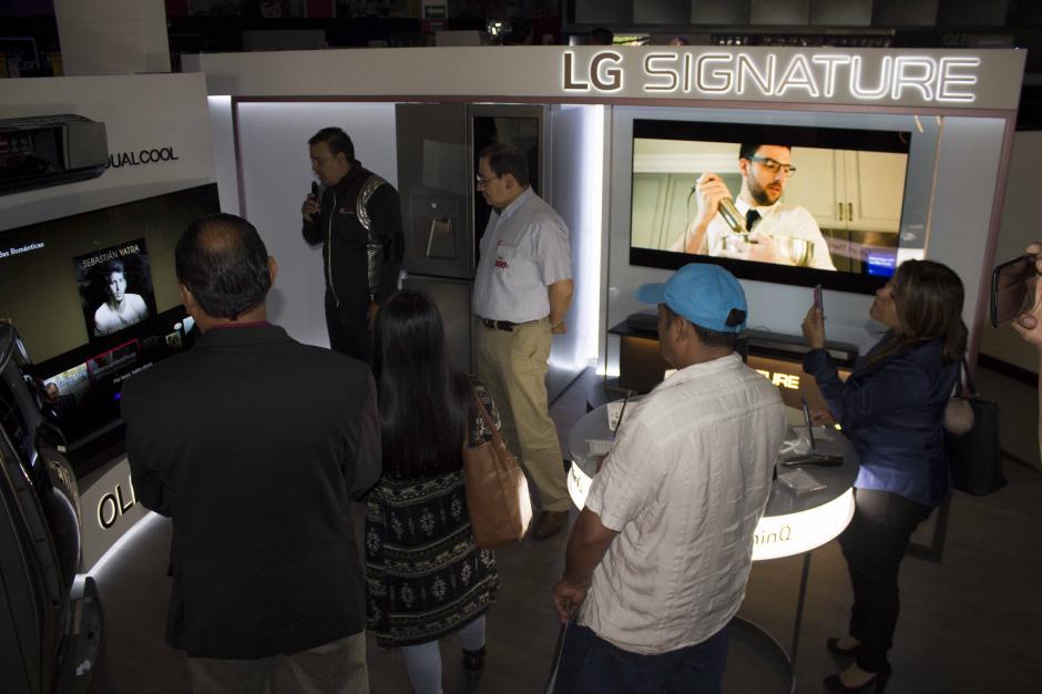 Un espacio exclusivo para LG se inauguró en el lanzamiento. (Foto: Magui Medina/Soy502)