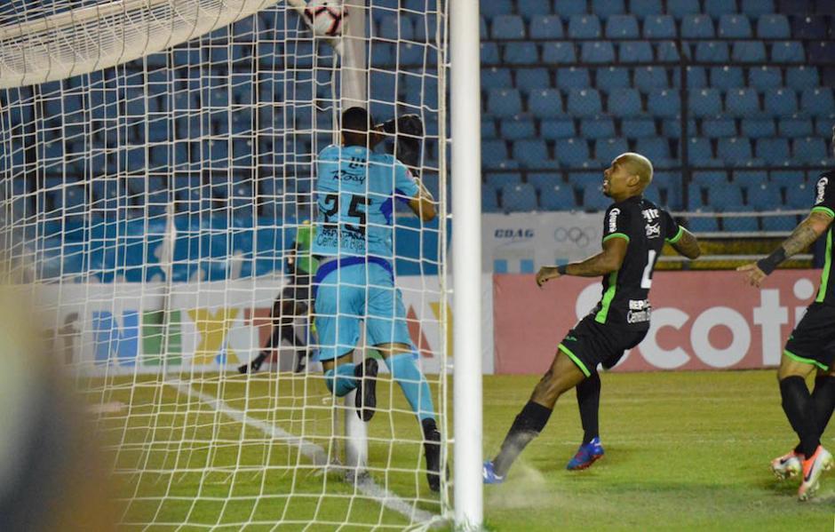 El gol anulado a Comunicaciones. (Foto: Rudy Martínez/Soy502)