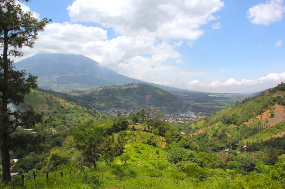 Desde su mirador se puede apreciar el pueblo y los volcanes que rodean a San Antonio Aguas Calientes. (Foto: Fredy Hernández/Soy502)