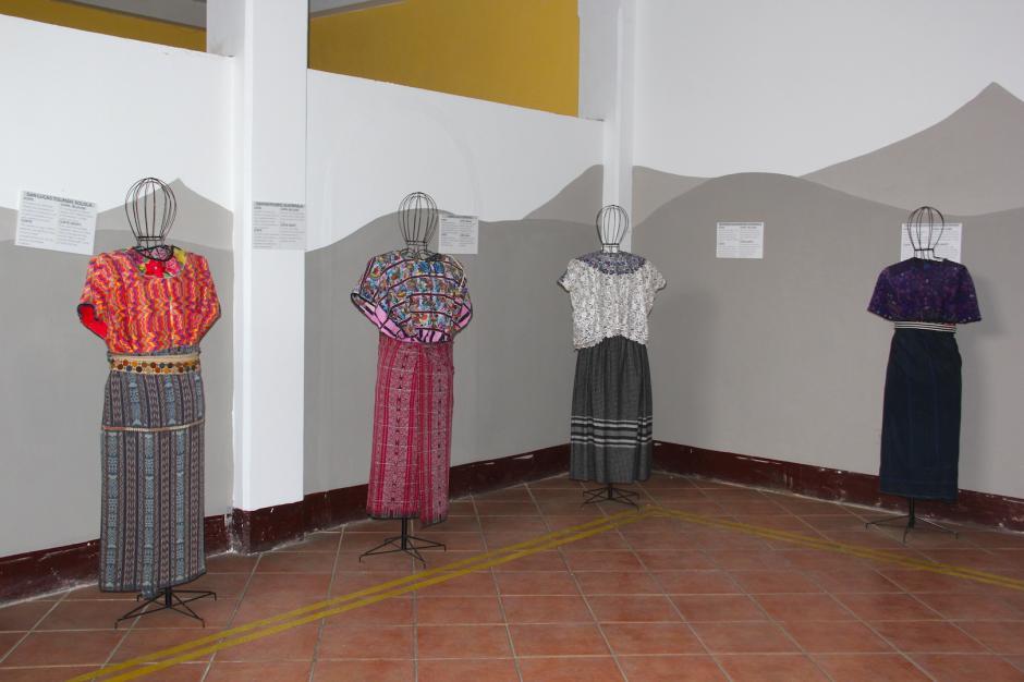 En el segundo nivel del mercado existe un pequeño museo del traje indígena. (Foto: Fredy Hernández/Soy502)