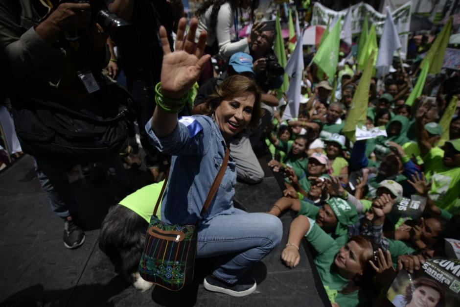 La candidata compartió con cientos de simpatizantes de la UNE.  (Foto: Wilder López/Soy502)