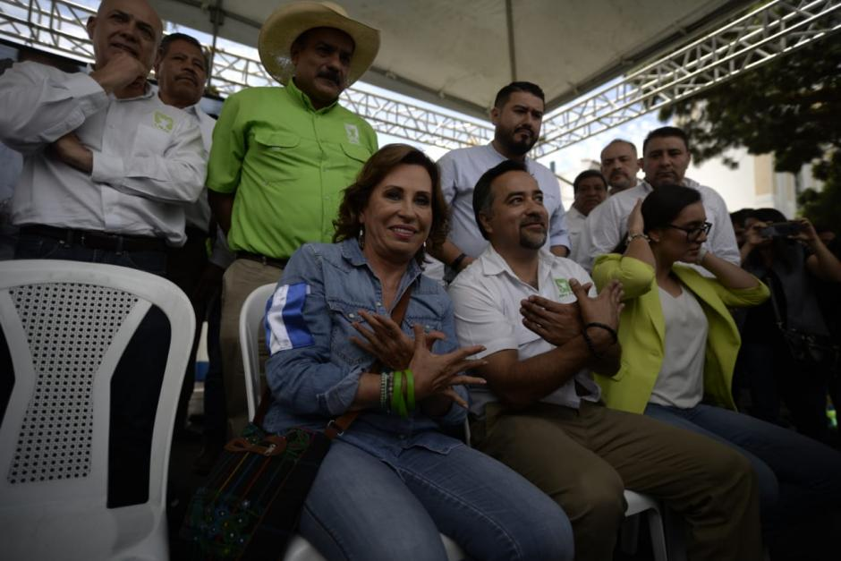 Sandra Torres estuvo acompañada de diputados y funcionarios recién electos.  (Foto: Wilder López/Soy502)