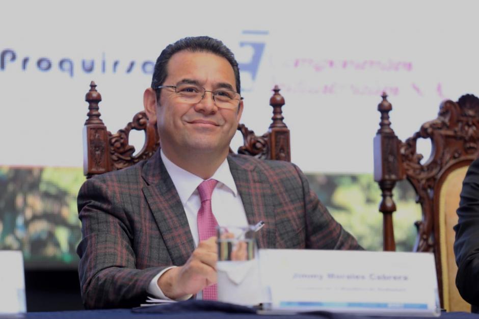 El presidente Jimmy Morales participa en la entrega del Sello Ambiental y el Premio Nacional de Producción Limpia en el Palacio Nacional de la Cultura. (Foto: AGN)