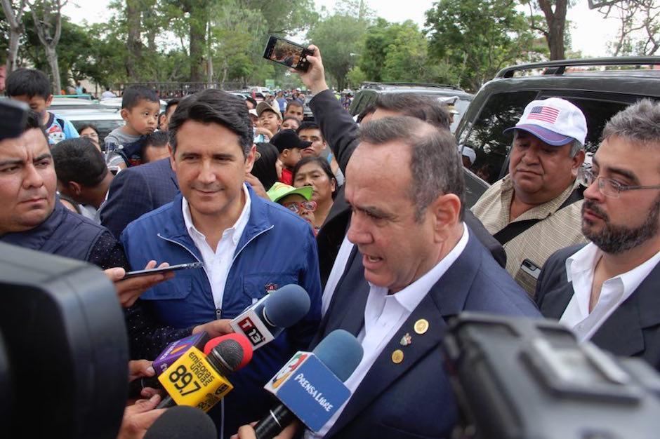 El alcalde Ricardo Quiñónez invitó al presidente electo Alejandro Giammattei en la feria de Jocotenango. (Foto: Fredy Hernández/Soy502)