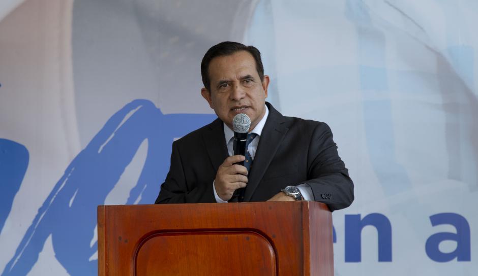 Raúl Cabrera, gerente de marca Cofiño Stahl Usados, explicó los servicios disponibles. (Foto: George Rojas/Soy502)