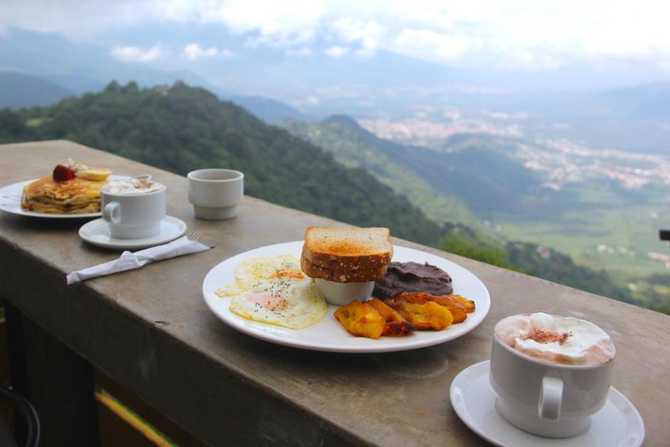 El sitio es ideal para disfrutar de los alimentos y admirar el panorama. (Foto: Fredy Hernández/Soy502)