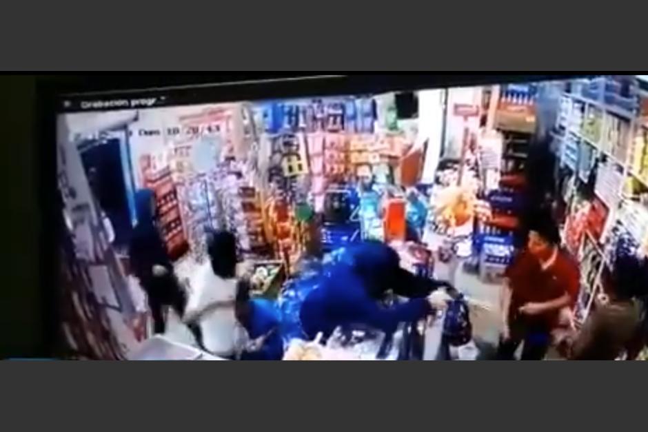 Un asalto se registró en una tienda de Poptún en Petén. (Foto: captura video)