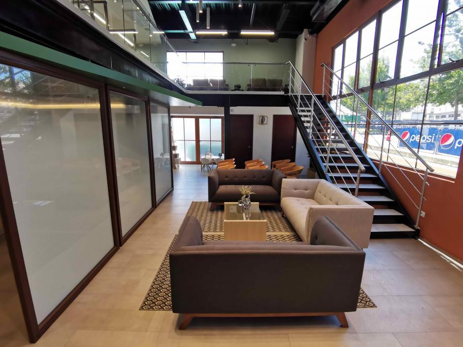 Sala de espera ubicada en la agencia bancaria. (Foto: Fernando Pinetta)