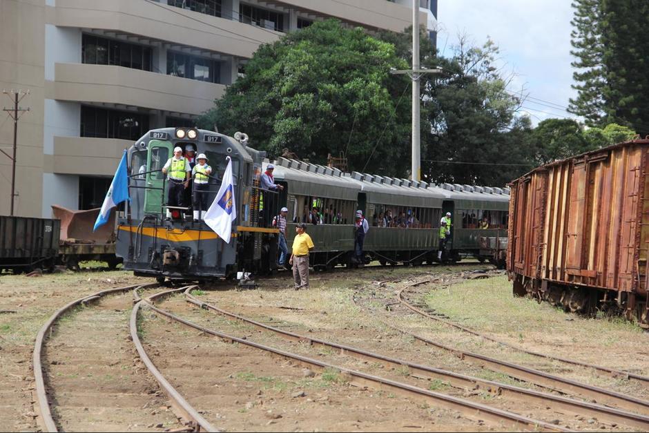 El tren volvió a recorrer la línea férrea y transitó por un tramo hasta la zona 6. (Foto: Fredy Hernández/Soy502)