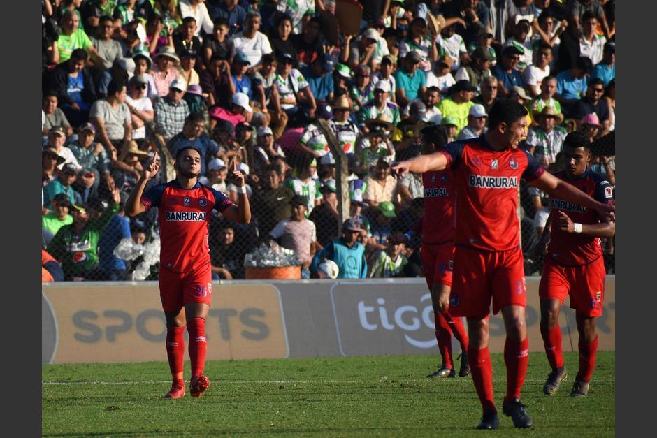 Los rojos celebraron la victoria ante Antigua en el estadio Pensativo. (Foto: Rudy Martínez/Soy502)