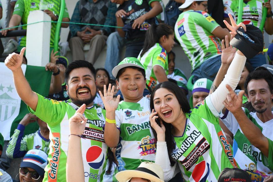 Los antigüeños han llenado el estadio Pensativo para apoyar a su equipo. (Foto: Rudy Martínez/Soy502)