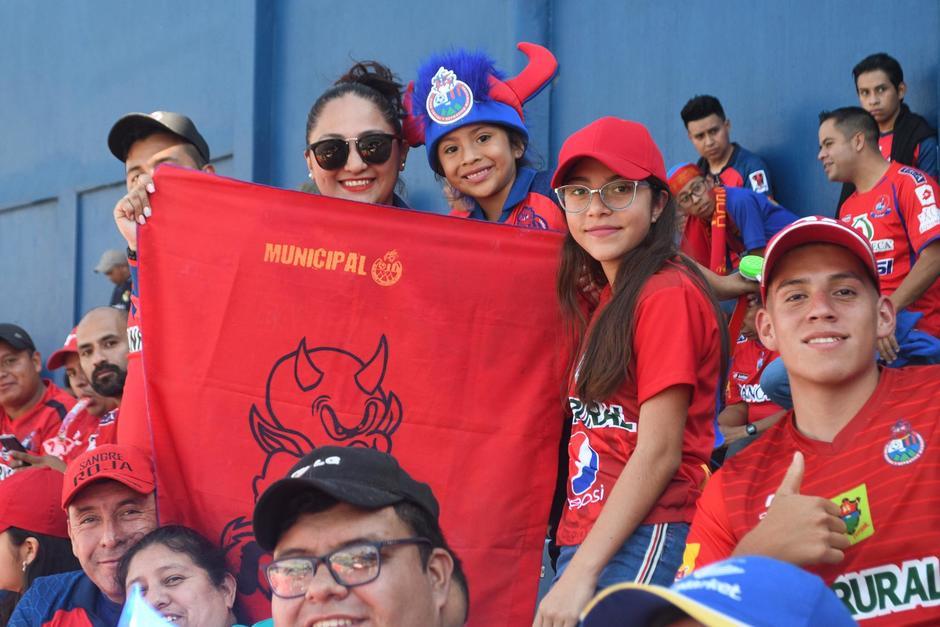 """El """"mimado de la afición"""" buscará este domingo su título número 31. Más de 16 mil aficionados ingresan al Estadio Nacional. (Foto: Rudy Martínez/Soy502)"""