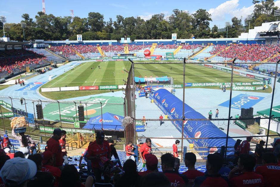 Lleva la ventaja ya que ganó de visita ante Antigua y hoy busca reforzar el marcador para triunfar. Más de 16 mil aficionados ingresan al Estadio Nacional. (Foto: Rudy Martínez/Soy502)