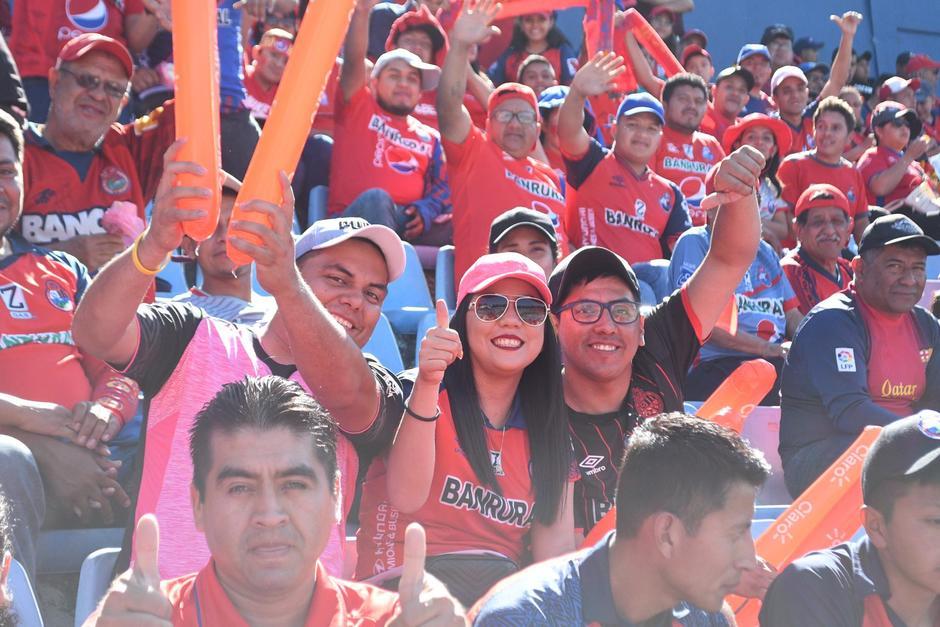 Los aficionados esperan festejar un nuevo título. (Foto: Rudy Martínez/Soy502)