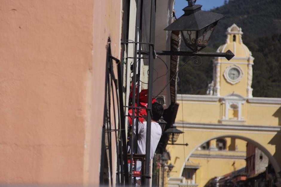 La famosa Calle del Arco fue el escenario de un pavoroso incendio que destruyó cinco comercios. (Foto: Fredy Hernández/Soy502)