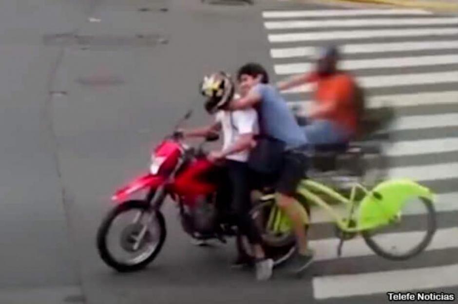 Ciclista persiguió y capturó a motochorro que le robó en Recoleta