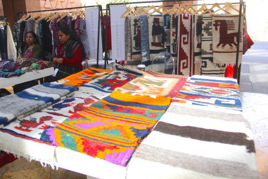 Los ponchos de Momostenango se abren mercado por ser elaborados de materiales orgánicos. (Foto: Fredy Hernández/Soy502)