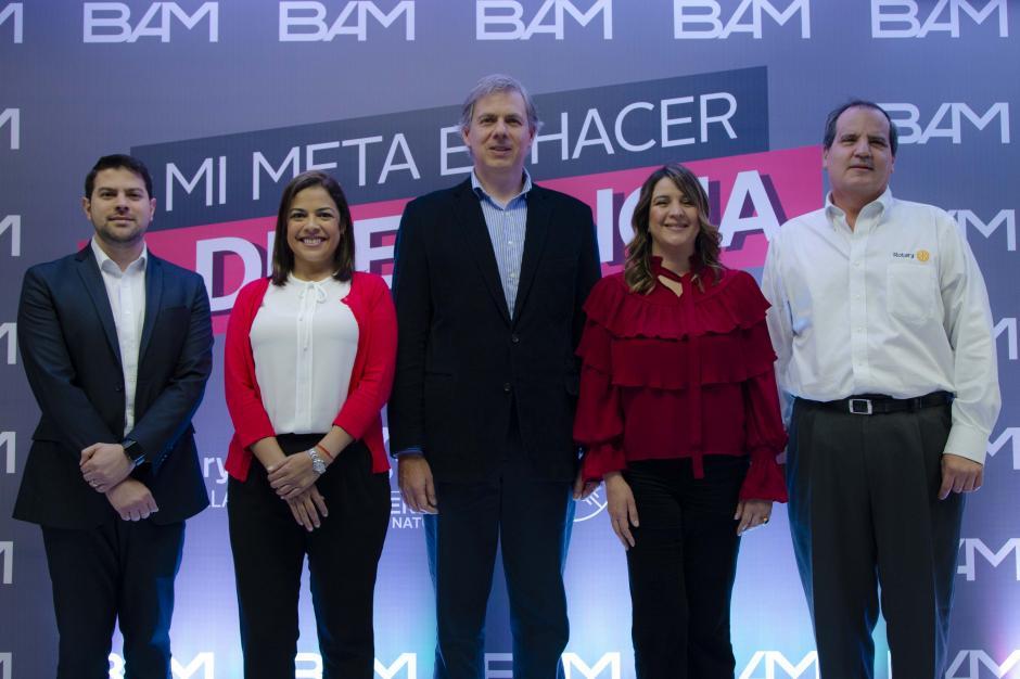 Integrantes de BAM y las fundaciones beneficiadas explicaron el funcionamiento de la plataforma digital. (Foto: Victor Xiloj/Soy502)